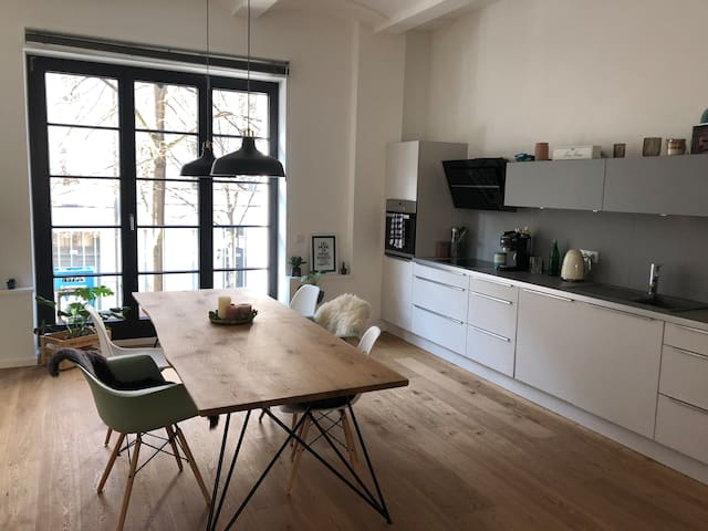 110m2 private loft with 2 balconies near Mauerpark