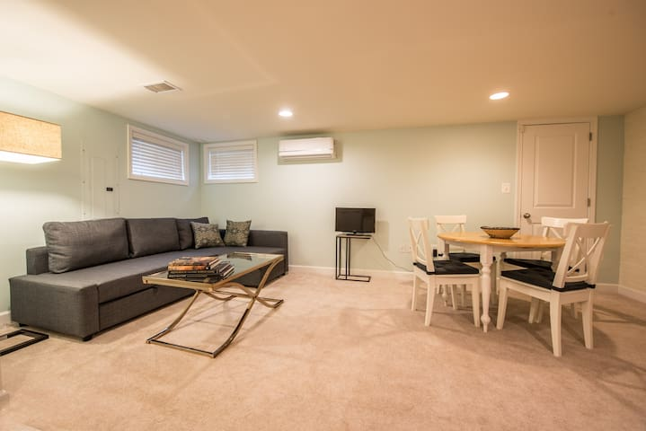 Private 1 BR w/ kitchen & parking in historic DC