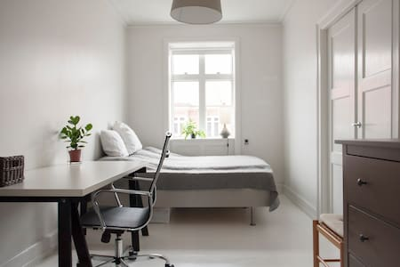 Nice and quiet apartment in Cph! - Frederiksberg - Apartment