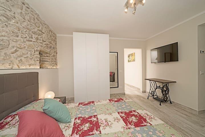 """Room Murano in BnB """"Dream in the village"""""""