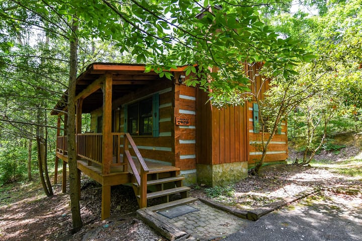 Private Romantic Getaway! Close to Pigeon Forge