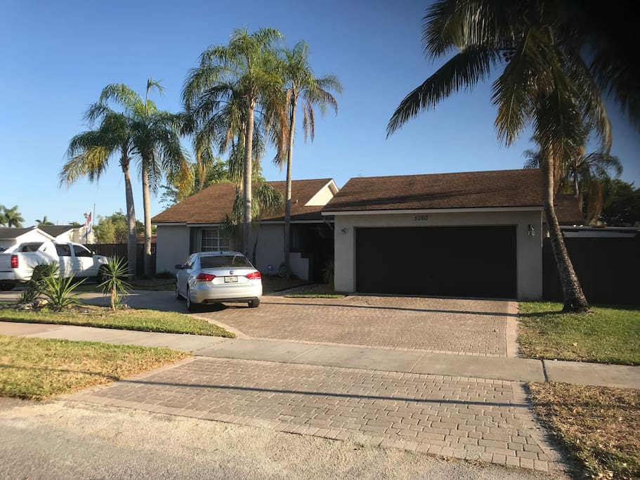 Front of the house and parking area in front of the garage on the right