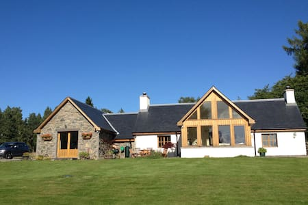 *****Pretty Highland Cottage in secluded pine wood