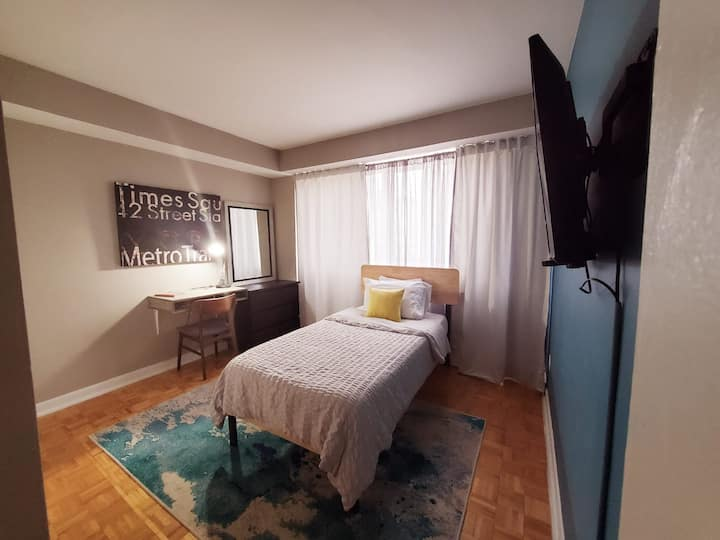 Bright,Spacious & Clean Room in Down Town Toronto!