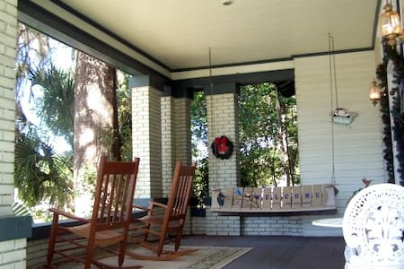 The Hinson House Bed & Breakfast: The Porch Room - Marianna - Bed & Breakfast