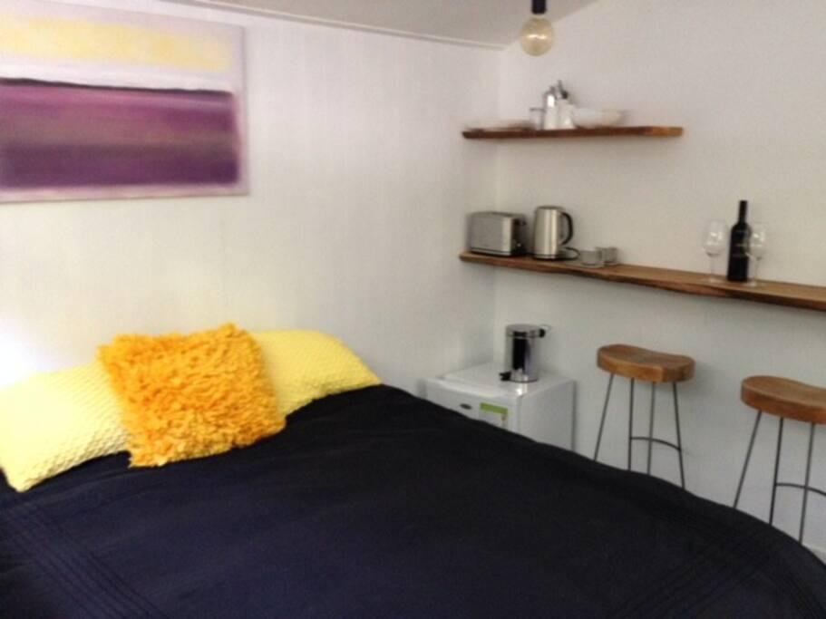 Bedroom & breakfast bar.