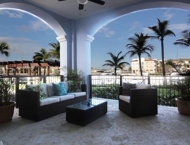 Stunning Waterfront/Marina  view condo