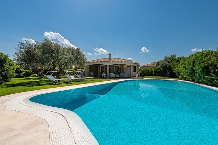 """Beautiful """"Villa Bonaria"""" close to the Beach with Wi-Fi, Air Conditioning, Terrace, Garden & Pool; Parking Available, Wheelchair-Accessible"""