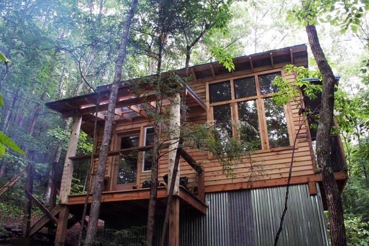 Sheltowee Traveler Hiking Cabin