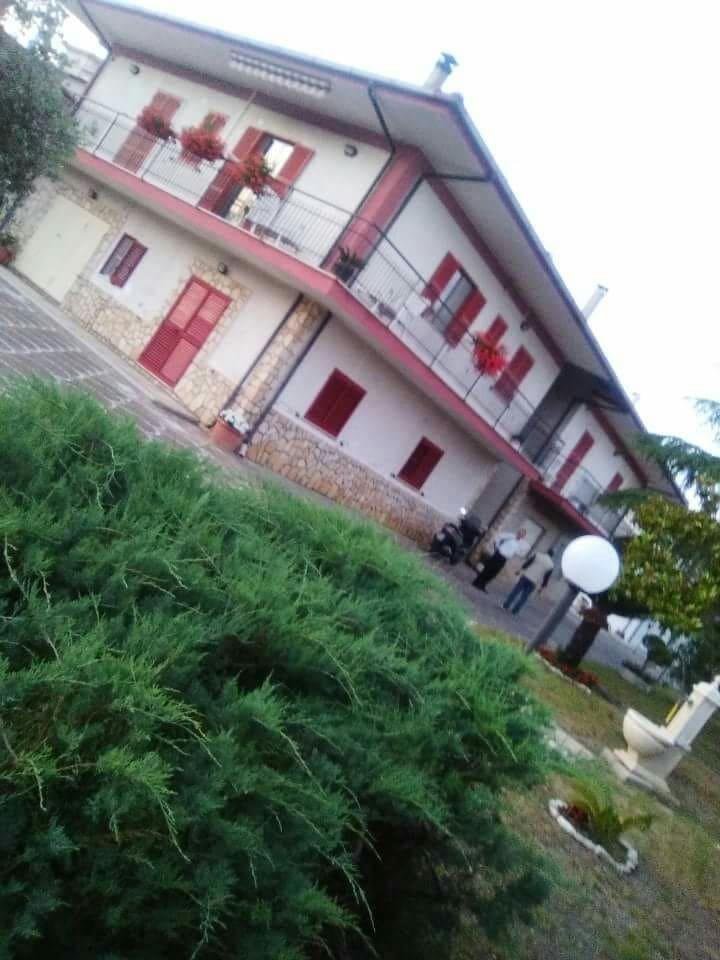 Villetta con appartamenti nel verde