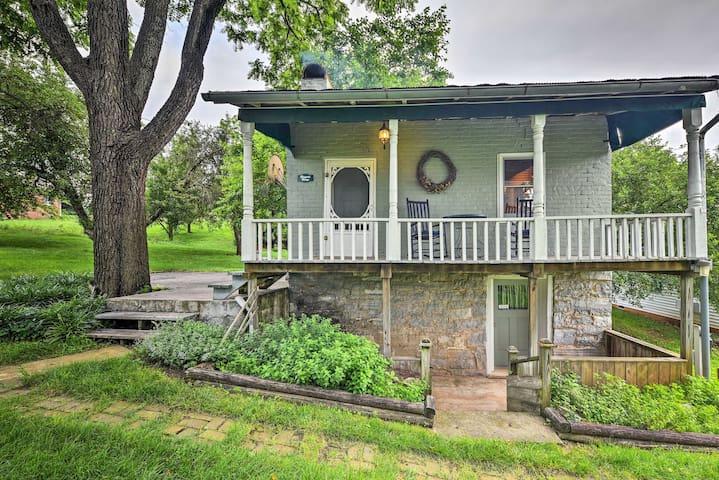 Historic 1840s Cottage - 1 Mi. to Harrisonburg!