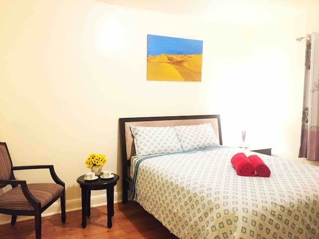 2 Separated Queen Bedrooms 500m to Subway Station