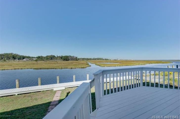Spacious, waterfront home located in Bayville, NJ