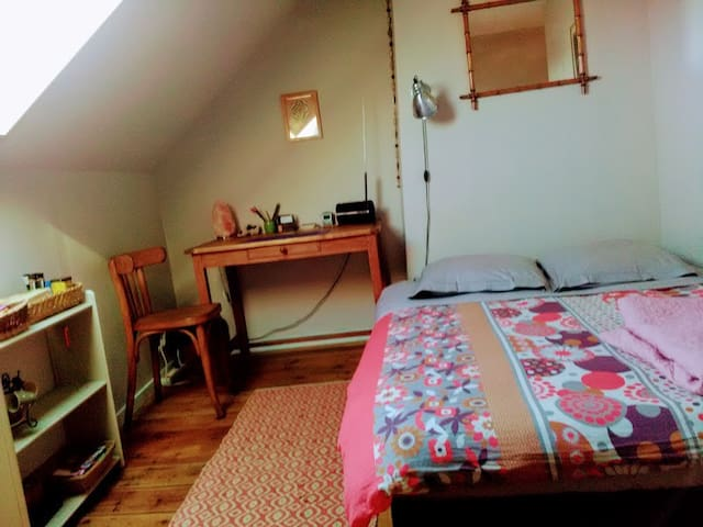 chambre privée avec tv et sdb/wc privatif - Amiens - Dům