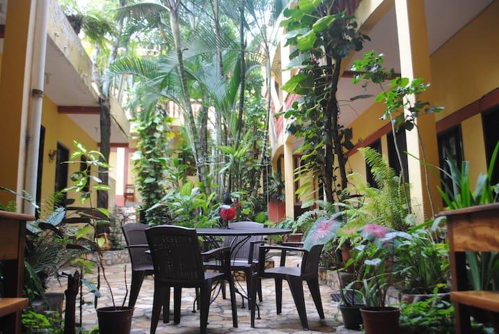 Tikos Hotel Copan