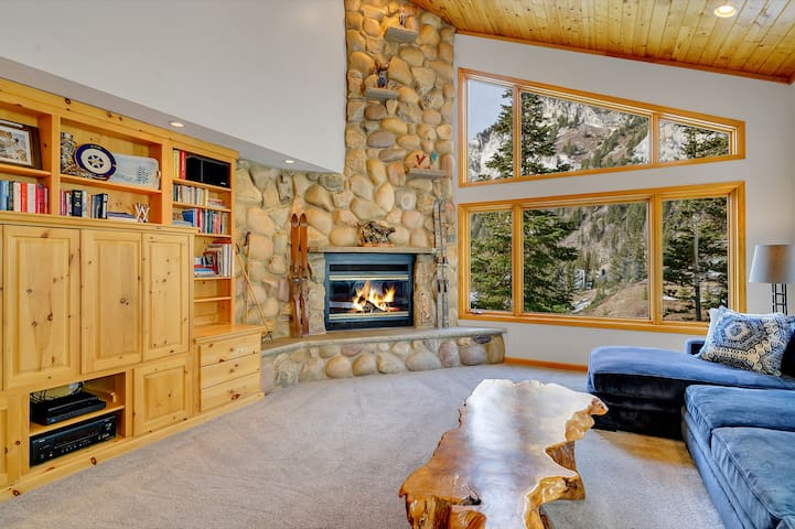 Ski in/Ski out to Alta from this Premiere Mountain Home with Hot Tub & Fireplace - Wildcat Chalet