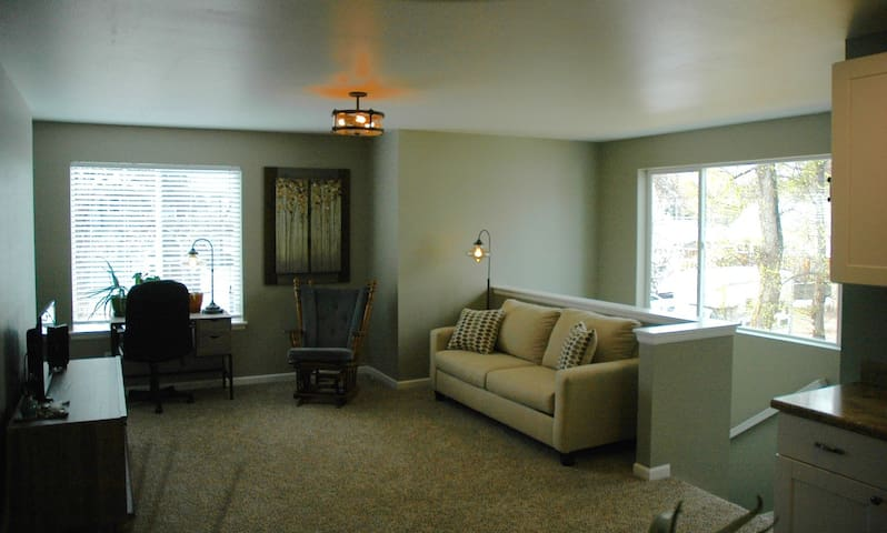 BRAND NEW apartment near downtown - Colorado Springs - Apartamento