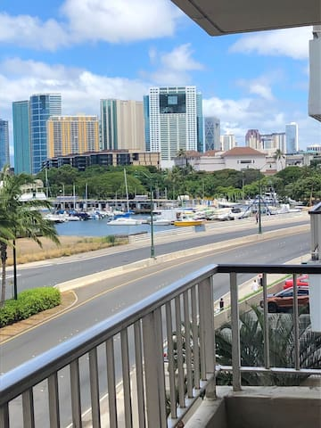 Large, stylish 1 Bedroom in Waikiki