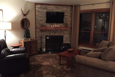 Beautifully Renovated Condo, Ski Home, New 2 AIRBB - Killington - Huoneisto