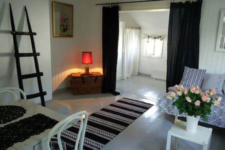 Lovely room in an old wooden house 4 persons - Hanko - Haus