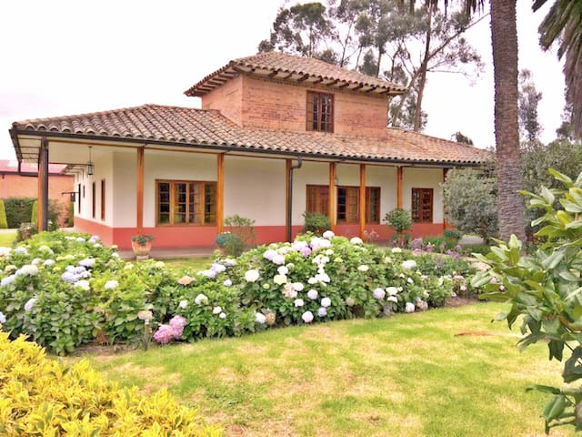 Beautiful Colonial Home - Zipaquira - Apartamento