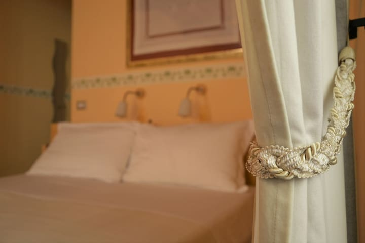 Bed & Breakfast l'Albergo di ieri. Tagete - Serravalle di Chienti - Bed & Breakfast