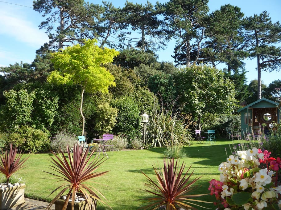 Sunny, lawned guest garden and summerhouse
