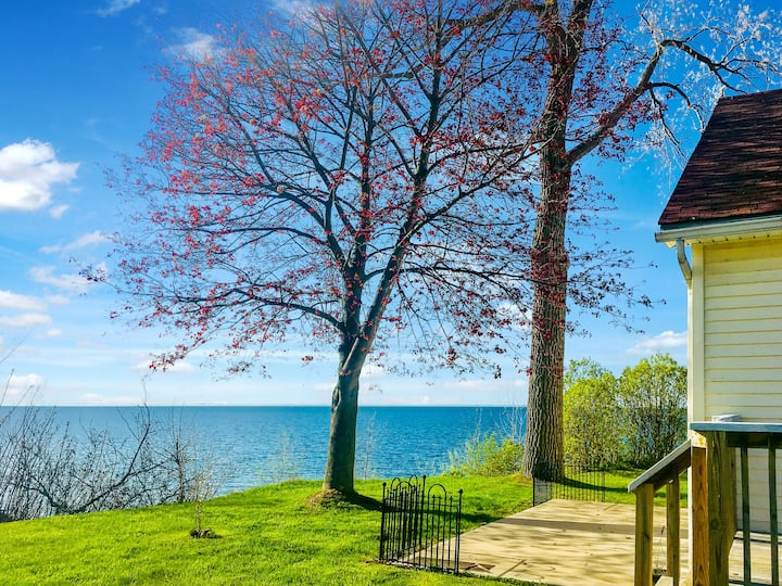 Waterfront House,Wilson Wine Trail,Niagara FallsNY