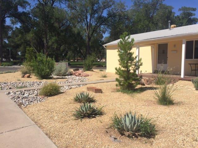 Basement apartment close to UNM and Nob Hill - Albuquerque - Leilighet