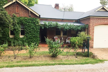 Charming parkside cottage in Mudgee - Mudgee - Dom