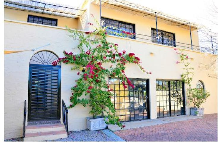 Beautiful Bouganville Apartment - Sunsets&Coffee - Sandton - Byt