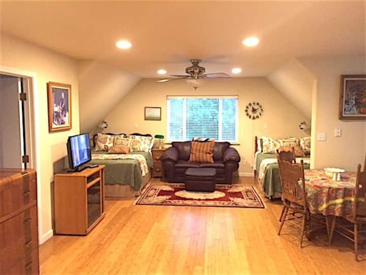 Cozy cabin-like studio above freestanding garage