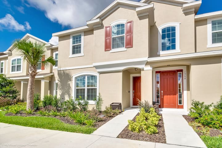 Stunning 5 Bed Townhome on a resort 1566 CPC