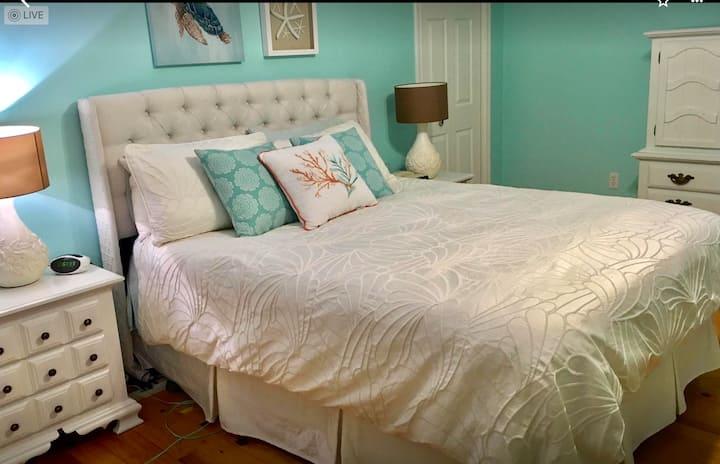 N.S. LakeHouse Retreat-4 Bedrooms/3Bath - HotTub