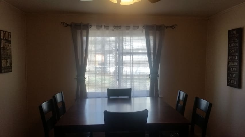 FULLY LOADED 3 BR Home 2Bath Wash/D - Marvell - 一軒家
