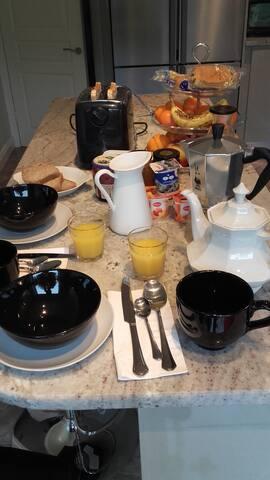 Lucan, Sleeps 4 &private bathroom& Cont Breakfast! - Lucan - Maison