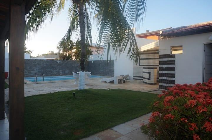 Casa  com piscina à 600 m da praia