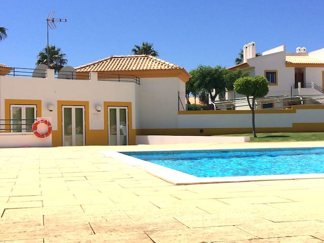 Yellow House Albufeira