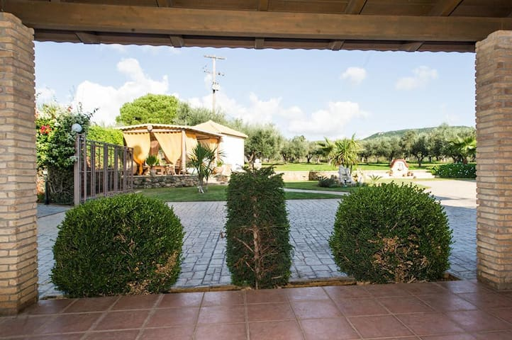 COMFY NEST: In a garden,1.5km from the sandy beach - Marathopoli - Appartement