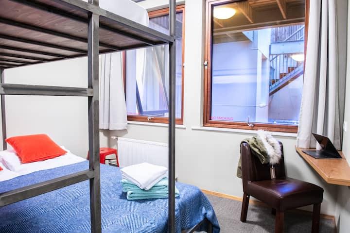 Double w/BA. Loft Eco Hostel. Rooftop Bar.