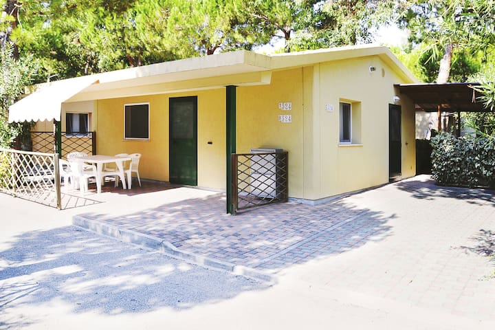 Small spacious villa with an outdoor veranda, parking and beach service included.