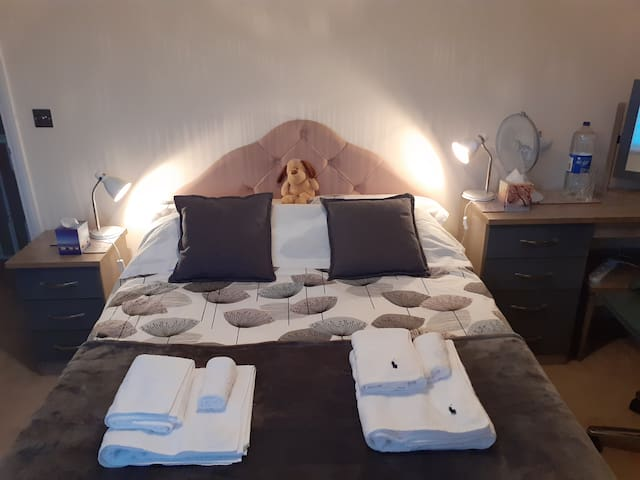 Mordern bedroom with quality towels and free water.