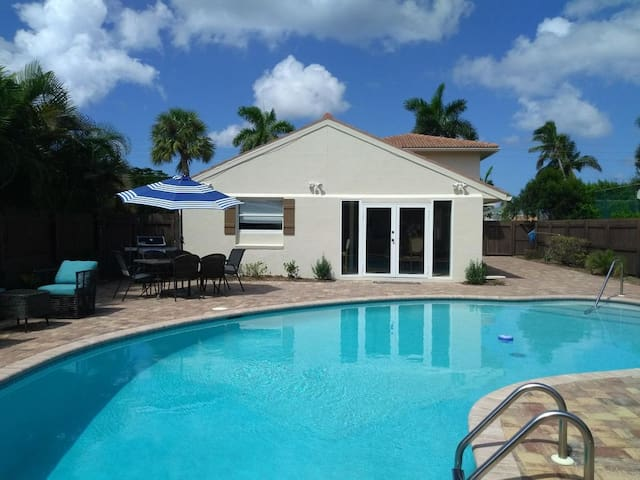 $298 3/1-5 & $448 4/4-8 Luxury Pool Walk To Beach