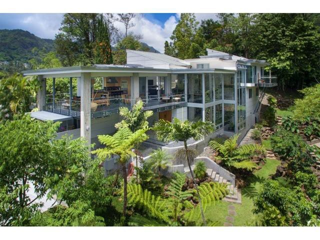 Most Contemporary Estate  10 Minutes from Waikiki.
