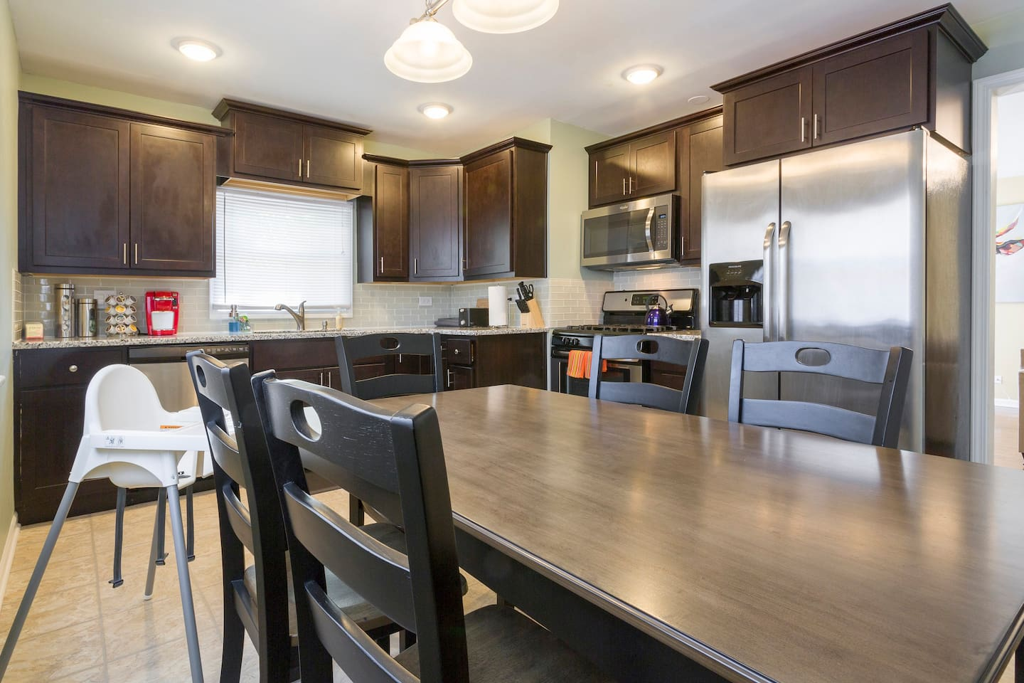 Imagine yourself cooking at this spacious kitchen. We are stocked  with many items useful in cooking at home.  Complimentary Keurig with coffee/cream/sugar & Tea ☕️.