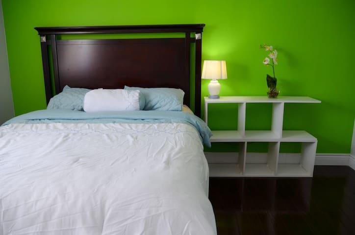Fresh Bedroom near Fanshawe, London Airport
