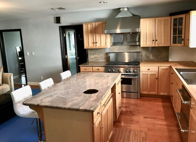 South of Ventura Boulevard with Full Kitchen