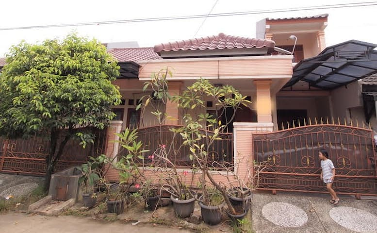Spacious House near LRT station and City Centre