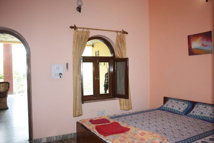 Room 204 in Family-run Ashram with Yoga & Ayurveda - Vrindavan - Overig