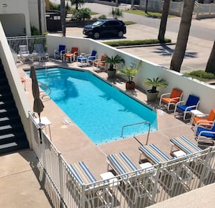 Spacious 1 Bedroom Condo w/Pool &Easy Beach Access